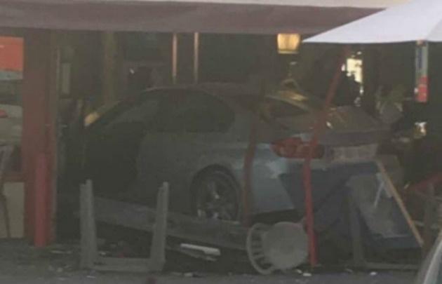 Un auto se estrelló contra una pizzería y mató a una nena