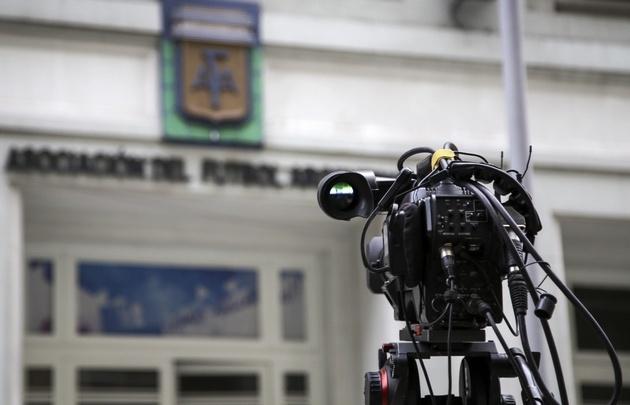 AFA y Agremiados acordaron que los clubes con deudas no arrancarán el torneo.