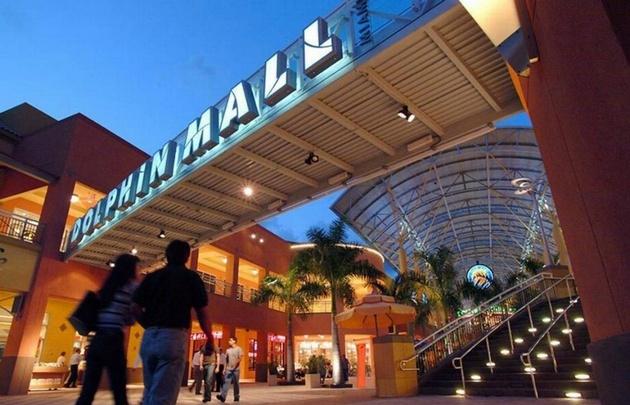 El centro comercial fue evacuado.