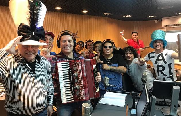 Toda la fiesta de Los Lirios inundó el estudio de Viva la Radio.