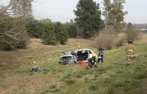 El auto, irreconocible, por el violento accidente.