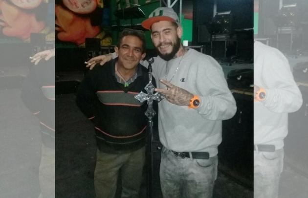 Ulises Bueno junto al herrero Fabián González.