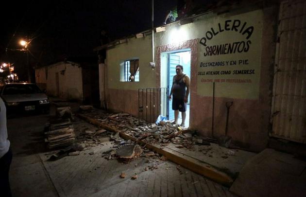 Un residente de Chiapas observa el desolador panorama.