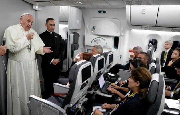 Como de costumbre, Bergoglio habló con los periodistas en el vuelo de regreso a Roma.
