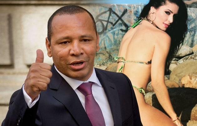 El padre de Neymar con una bella modelo ex conejita Playboy.