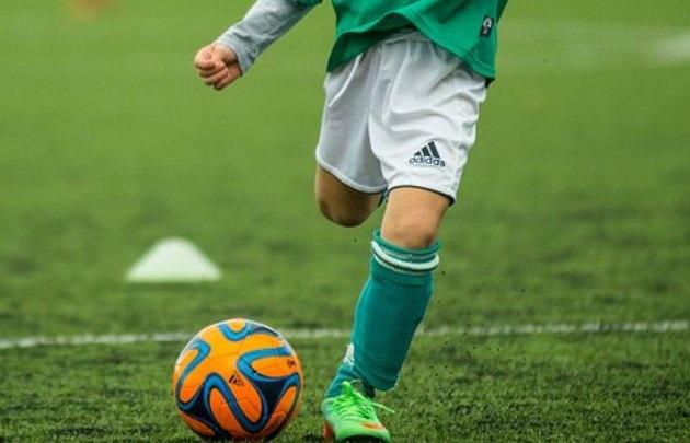 Al pequeño futbolista no le gustaron los insultos al árbitro (Foto ilustrativa)