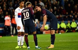 Neymar y Cavani se disputan el protagonismo en el PSG (AFP).