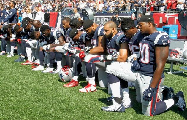 Jugadores de fútbol americano, contra Trump.