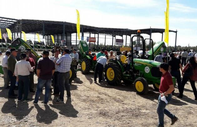 Productores recibieron tractores por un convenio con el Banco Bice.