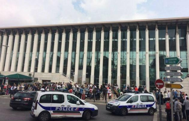 La Policía trabaja en el lugar del trágico hecho.