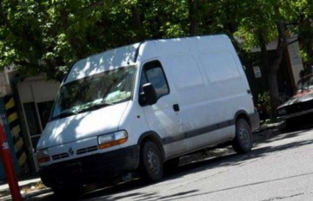 La joven relató que un hombre salió de adentro de la camioneta e intentó secuestrarla