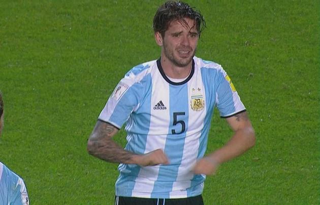 """El volante de Boca les dijo a sus compañeros: """"¡Me rompí los cruzados!""""."""