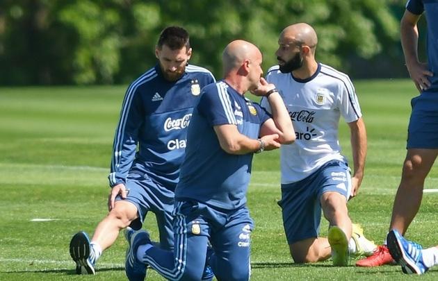 Messi y Mascherano decidieron quedarse concentrados pese a la licencia de Sampaoli.