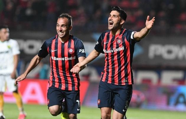 Belluschi y Blandi gritan uno de los goles de San Lorenzo.