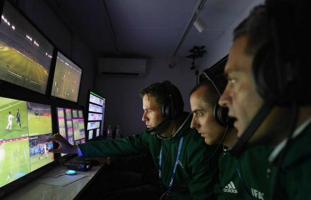 El videoarbitraje podría llegar al fútbol argentino.