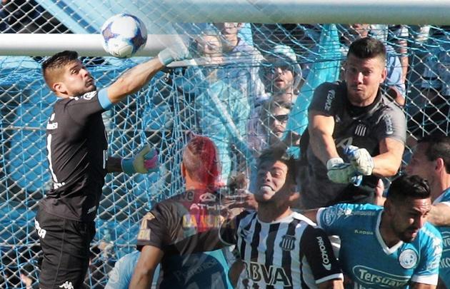 Las manos de Acosta y Herrera, claves para el 0-0.