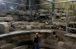 """Tehillah Lieberman, de la Autoridad de Antigüedades de Jerusalén recorre el """"teatro"""