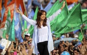 Cristina cerró su campaña con un multitudinario acto en Racing de Avellaneda.