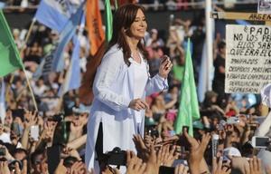 Con un multitudinario acto, Cristina cerró su campaña en Racing de Avellaneda.