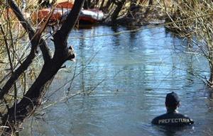Prefectura halló el cuerpo en el cauce de agua.