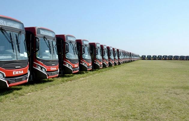 Mestre presentando unidades de servicio de transporte público