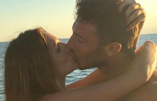Las románticas fotos de Pampita y Pico Mónaco al atardecer