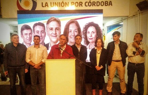 Juan Schiaretti felicitó a Macri por el triunfo de Cambiemos en Córdoba.