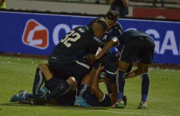 Los jugadores de Talleres celebran el segundo gol de Ramírez.