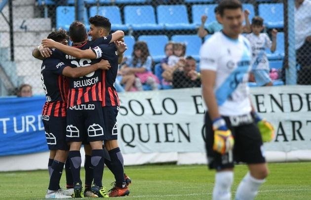 San Lorenzo venció al ''Gasolero'' y se prendió arriba.