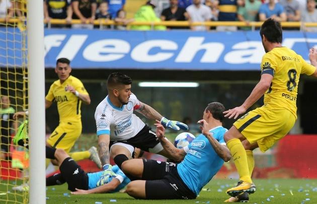 El equipo de Barros Schelotto aprovechó las equivocaciones del rival.