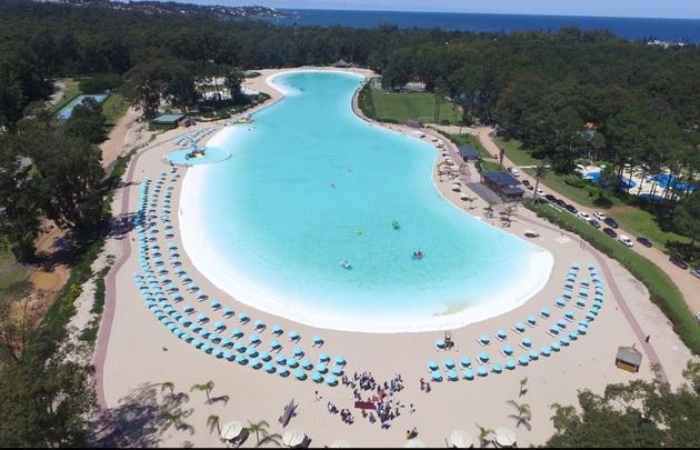 Vista aérea de Crystal Beach en el complejo Solanas