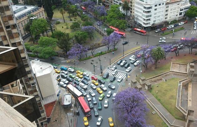 Caos en el tránsito en plaza España