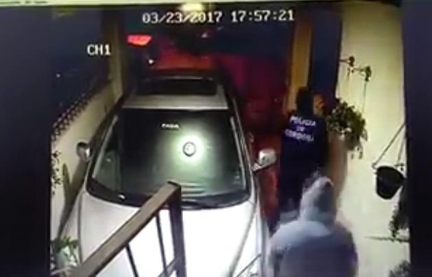 Un pollero sufrió un violento robo en su casa (Captura de video)