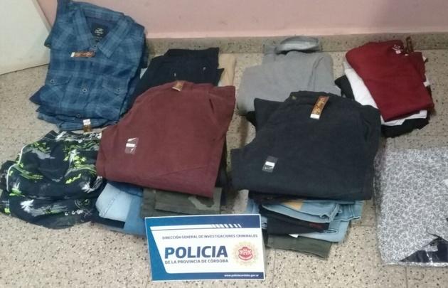 El detenido tenía ropa de un local cercano.