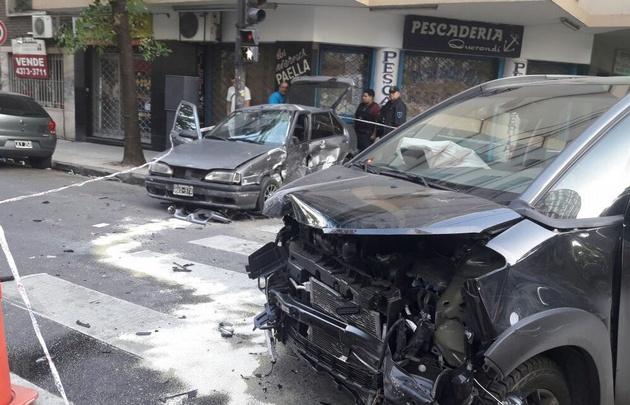Los autos impactaron en el barrio porteño de San Cristobal.