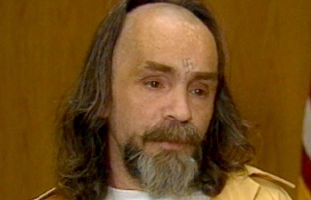 Charles Manson durante una entrevista en la que ponía en evidencia su locura.