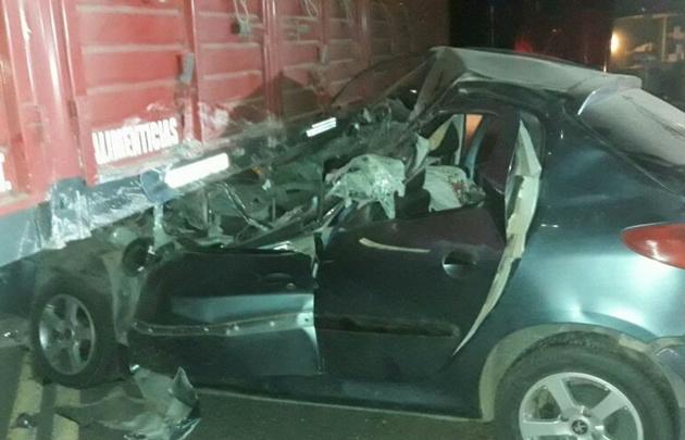 Así quedó el automovil que ocupaba la victima.