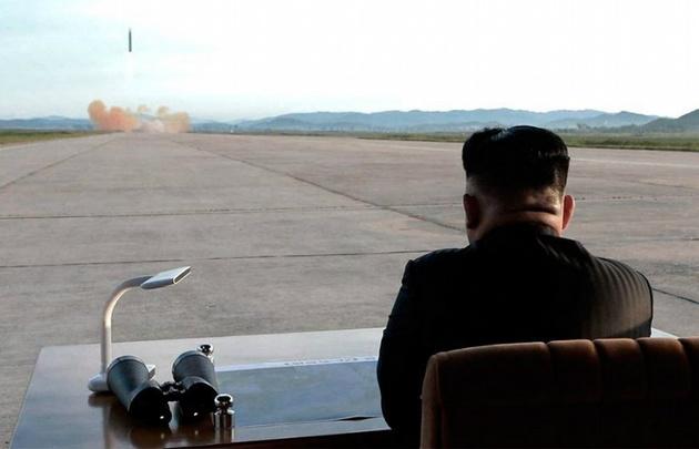Kim Jong-Un supervisó el lanzamiento del misil.