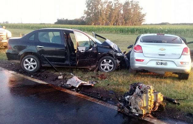Así quedaron los vehículos tras el violento impacto.