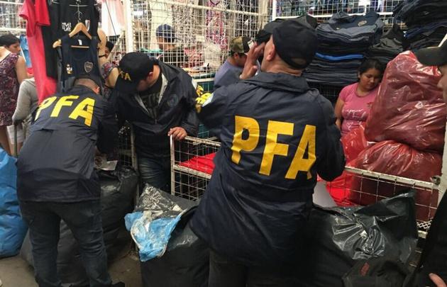 Efectivos de la PFA durante el operativo.