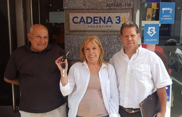 Cadena 3 y Pettiti entregaron el auto de la promo