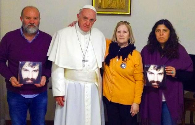 El Papa con la familia de Santiago Maldonado