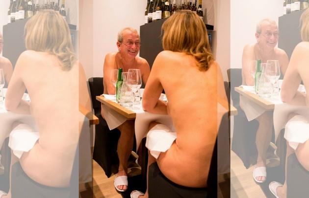 Los comensales cenan totalmente desnudos en O'Naturel.