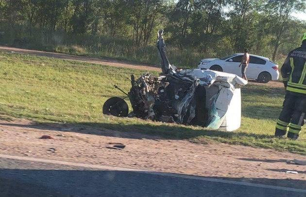 Así quedó el auto tras el impacto con el camión (Fotos: Gentileza Martín Sentous)