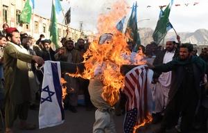 Palestinos contra tropas israelíes.