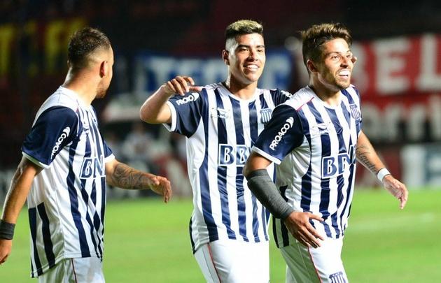 Sebastián Palacios (derecha) se despidió de Talleres con un gol.