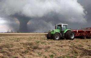 Dramatismo por un tornado en un campo cerca de Tandil (Foto: El Eco de Tandil).