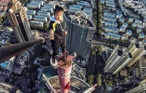 Era un reconocido rooftopper, subía a edificios y realizaba acrobacias sin protección