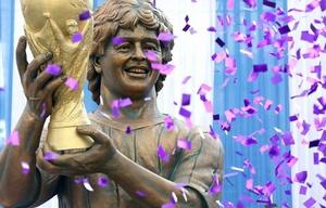 La extraña estatua de Maradona en la India.