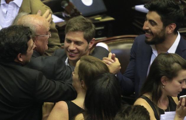 La oposición celebró que se levantara la sesión.
